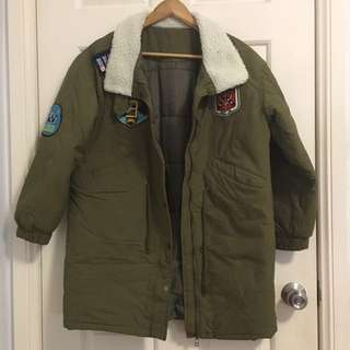🇰🇷 Olive green coat with patches