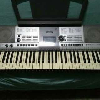 Yamaha e403 keyboard with beatbox