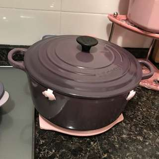 Le Creuset LC - 24cm 圓煲 Round Cassis Color