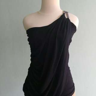 Blouse hitam one shoulder forever 21 new with tag