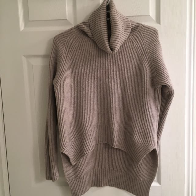Aritzia Lin sweater size XS