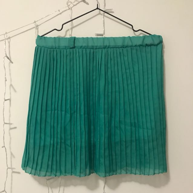 Buy 1 take 1 pleated aabove the knee skirt