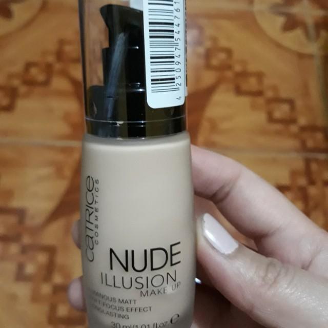 Catrice Nude Illusion Foundation