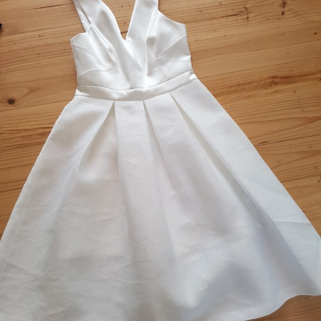Forever new white race day dress 10