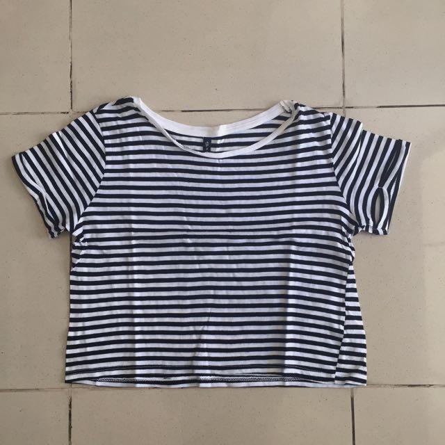 """Kaos stripes hitam putih """"stradivarius"""""""