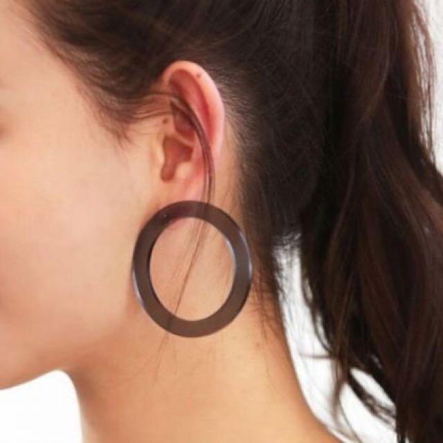 Minimalist Round Acrylic Earring