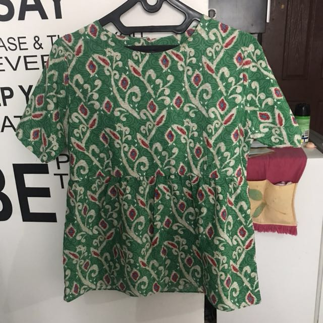 peplum batik hijau