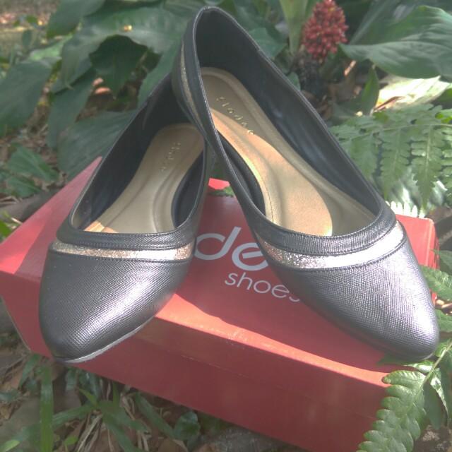 Sepatu fladeo hitam list