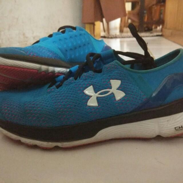 Sepatu Running Under Amour