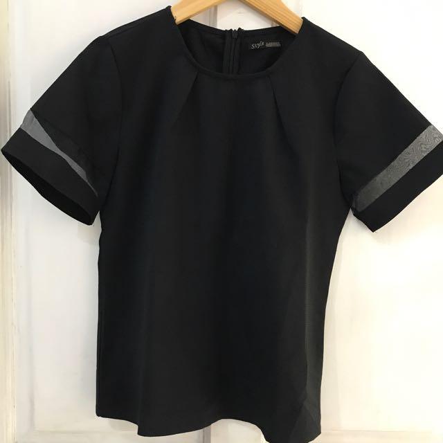 Sheer top blouse hitam