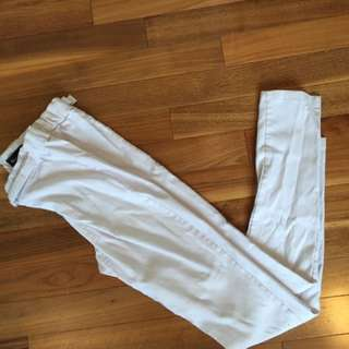 White Jeggings With Gold Belt