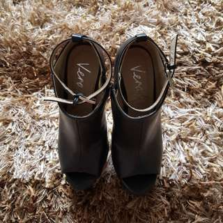 Verali Black Heels Size 5