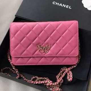 Chanel season 款粉紅色羊皮淡金鍊 WOC