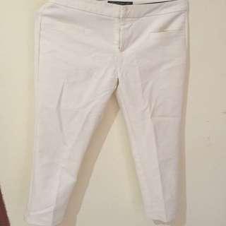 Celana putih standar