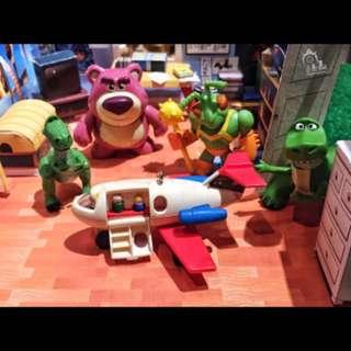 🚚 現貨 迪士尼 皮克斯 玩具總動員 熊抱哥 抱抱龍 虎神戰士 迷你小人 飛機 公仔 收藏 扭蛋 轉蛋 擺飾 擺件 模型