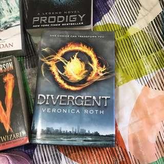 BOOK DIVERGENT