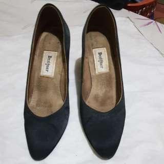 Designer Shoes  Size 6