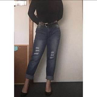 Boyfriend/ Mom Jeans