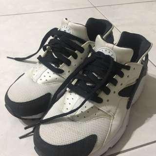 Nike Air Huarache GS 黑白武士鞋