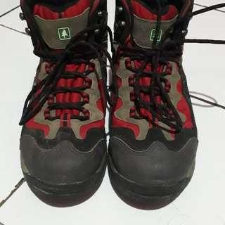 Sepatu Gunung Consina