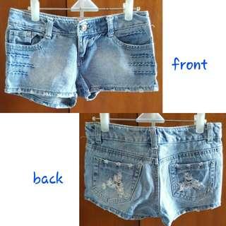 Celana pendek size 28/29 atau M