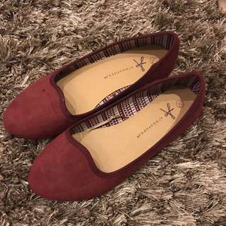 Flat shoes maroon Size 35