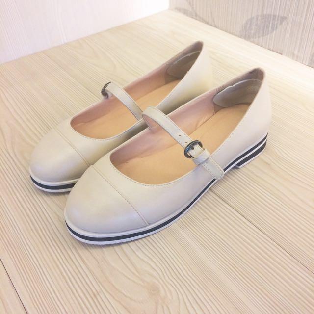 米白色瑪莉珍鞋