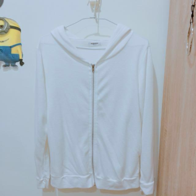白色薄外套