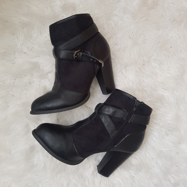 Black Heeled Boots with Details
