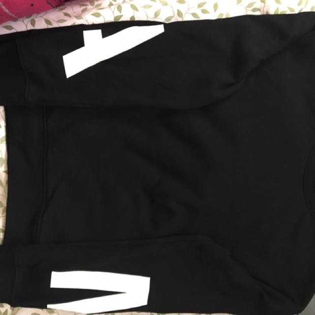 Black sweater... small size and fits medium size too