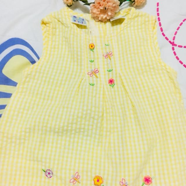 Cute yellow dress.🎀