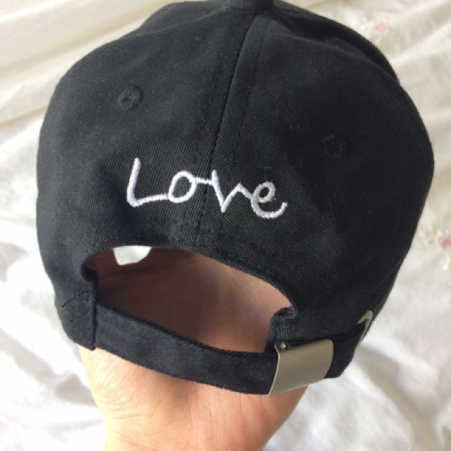Finger Heart Sign Cap Black