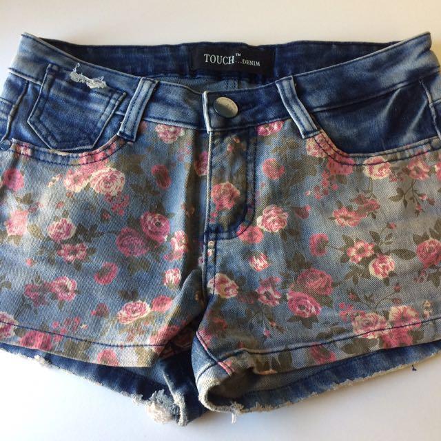 Floral denim shorts (XS)