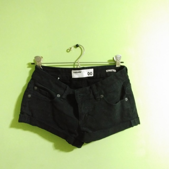 Garage 00 low cut stretch black shorts