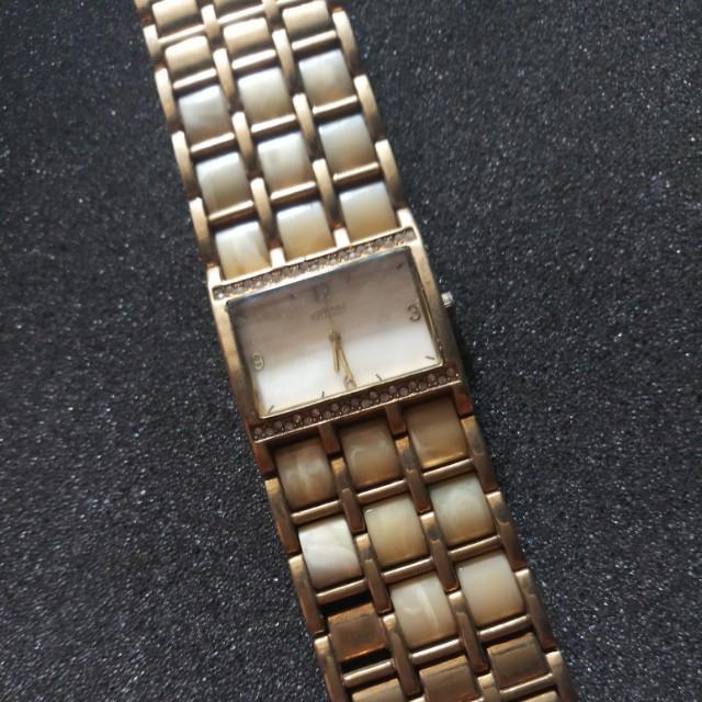 Jam tangan merk guess