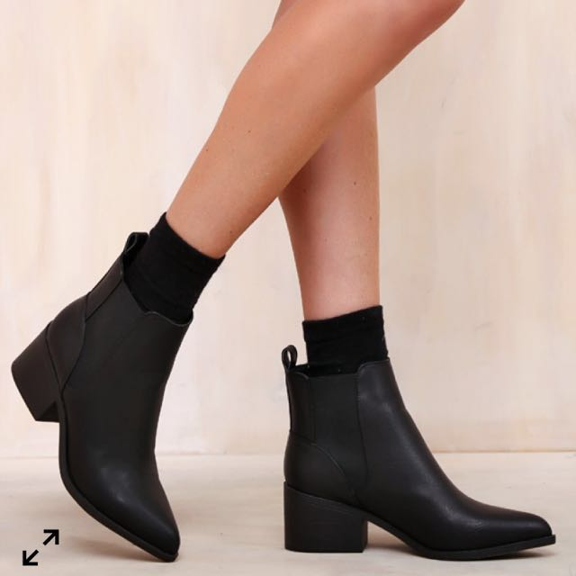 Lipstik Arrow Boots