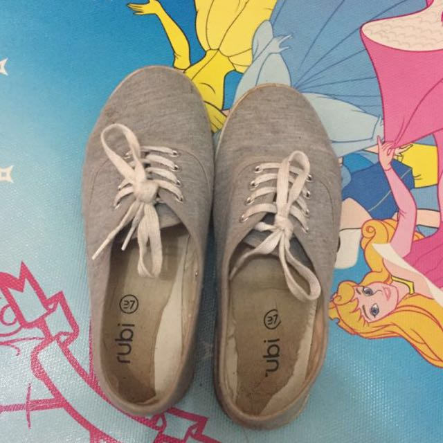 Sepatu rubi 37