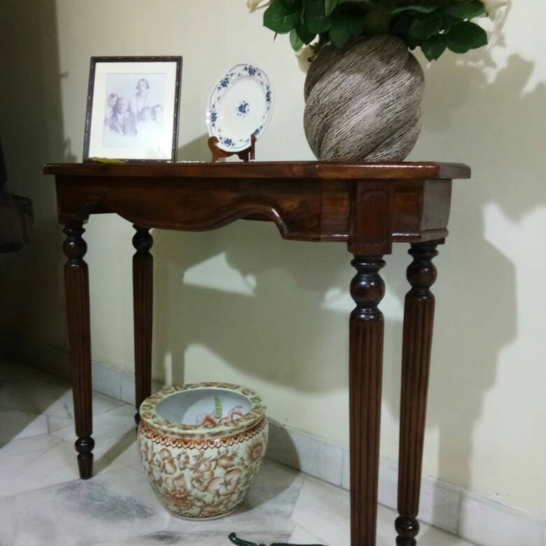 Solid Teak Wood Antique Style Hallway Table With Glass Top In Built
