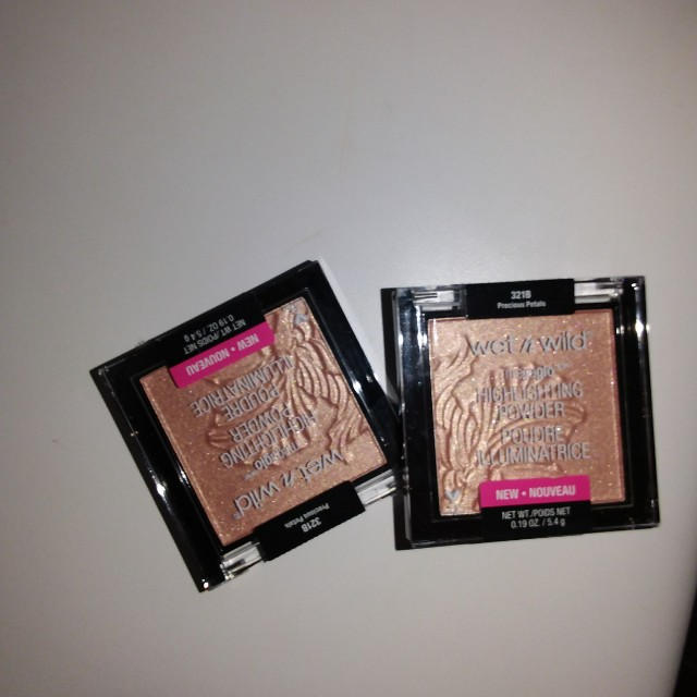 Wet n wild natural glow highlighter/dense kabuki