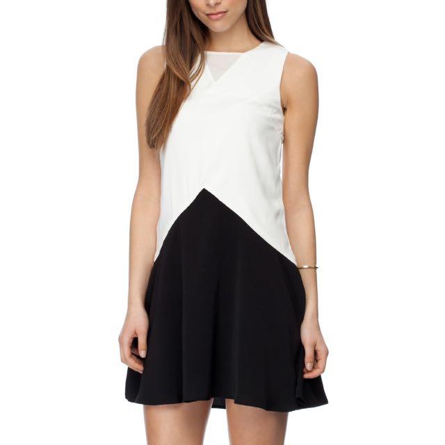 Zalora black and white triangle panel swing dress - size small