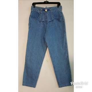 《壓箱寶》復古繡花直筒牛仔褲