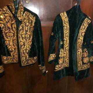 Dijual cepat 4 pieces kebaya alias harga paket 2 pasang Baju Kebaya Bludru hitam classic dan juga bludru warna hijau