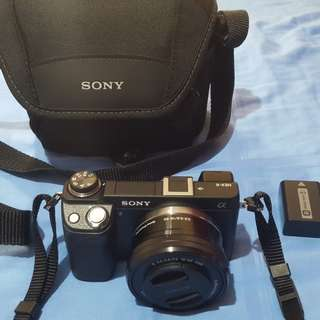 NeX6 with Compact Kit Lens 16-50 2Batts and Sony DSLR Bag