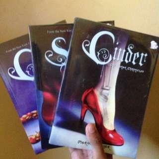The lunar chronicles book 1-3 (cinder, scarlet, cress)