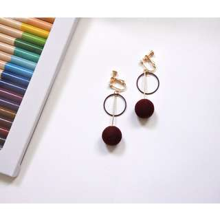 [NEW] Suede-Feel Ball Clip-on Earrings