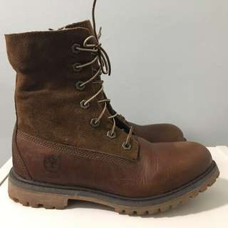 Selling Timberland fleece-lined waterproof boots