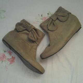 Boots With Ribbon