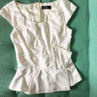 CUE white top European fabric with bow details size 6
