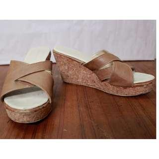 Sepatu Wedges Nude Yongki Komaladi