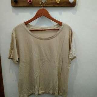 Creme T-shirt by Uniqlo